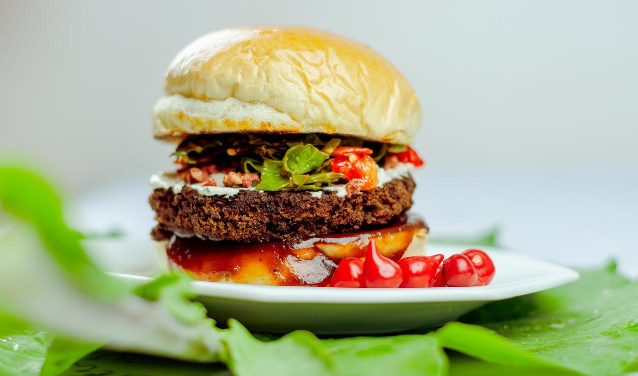 Faça Um Hambúrguer Vegetariano De Berinjela   Super fácil de Fazer!